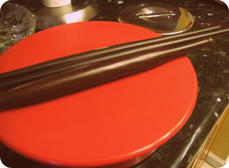 Red Rotito Rolling Board with wooden rolling pin